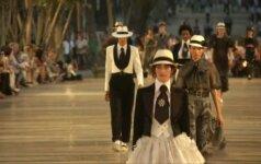 """K. Lagerfeldas Kuboje pristatė atostogoms skirtą """"Chanel"""" kolekciją"""