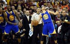 """Ne M. Jordanas: L. Jamesas pralaimėjo jau ketvirtą NBA superfinalą – čempionais tapo """"Warriors"""""""
