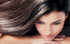Plaukų laminavimas želatina – pigus būdas garbanoms suteikti blizgesio, glotnumo ir apimties
