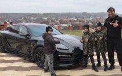 Čečėnų MMA kovotojui – įspūdinga Ramzano Kadyrovo vaikų dovanėlė