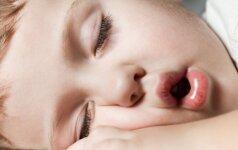 Naujas tyrimas atskleidė, kurią valandą iš tiesų turi eiti miegoti vaikai