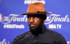 Savo skrybėlę prieš varžovus nukėlęs L. Jamesas: skaudu