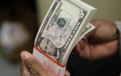 JAV doleris smunka, auga susirūpinimas dėl D. Trumpo protekcionistinės politikos