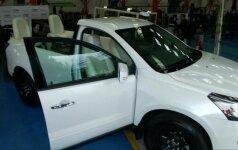 """Kolumbijoje prieš popiežiaus vizitą pristatytas papamobilis """"Chevrolet"""""""