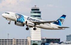 """Sudužęs """"EgyptAir"""" lėktuvas veikiausiai užsiliepsnojo ir subyrėjo ore"""