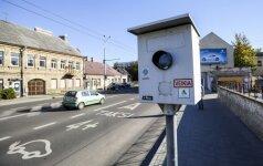 """Neįtikėtinas lietuvių vairuotojų įžūlumas – imasi barbariškų būdų greičio matuokliams """"neutralizuoti"""""""