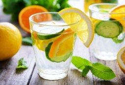 Gaivinantis agurkų ir apelsinų gėrimas