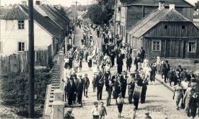 Tarpukario Lietuvoje gyvenimo standartai skyrėsi, tačiau ir tada vidurinei klasei buvo galima priskirti apie trečdalį šalies gyventojų