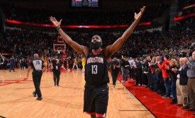 """Beveik pusšimtį taškų pelnęs """"Rockets"""" barzdočius ir po pratęsimo kritusi """"Lakers"""""""