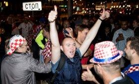 Kroatiška tvarka Kaliningrade: laisvai liejosi gėrimai, dainos, šokiai ir žiežirbos