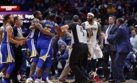 NBA naktis: Bookerio šou, Cousinso ir Duranto konfliktas bei su ramentais areną palikęs Curry