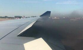 Nepavykęs skrydis iš JAV į Londoną: keleiviai užfiksavo užsiliepsnojusį lėktuvo variklį