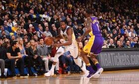 NBA naktis: nukraujavusių čempionų pergalė ir dviejų pratęsimų trileris Bostone