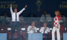 Macronas šėlo VIP ložėje, Kroatijos prezidentė neatsiliko – dalijo bučinius