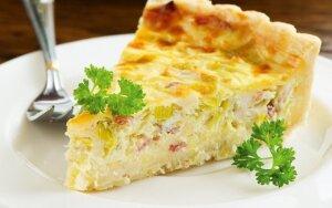Pyragas su kiaušinių, šoninės ir sūrio įdaru