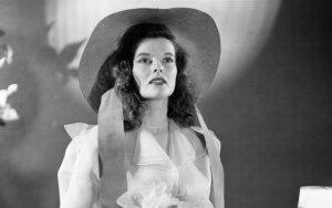 """Viena meilė ir keturi """"Oskarai"""". Kaip susiklostė kino žvaigždės Katharine Hepburn gyvenimas"""