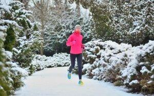 Medikai įspėja: bėgiojimas lauke žiemos metu gali labai liūdnai baigtis