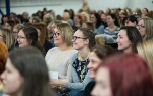 500 moterų sėmėsi drąsos nesėkmes ir sunkumus paversti galimybėmis