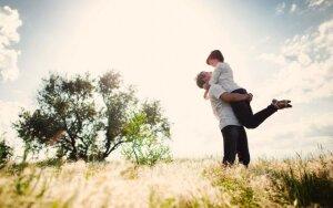 Psichologė: kokių privalumų turi brandžios moters ir jaunesnio vyro sąjunga