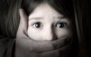 Pasakojimas apie smurtautojo dukters gyvenimą ir siekį jį pakeisti