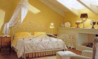 Miegamasis palėpėje