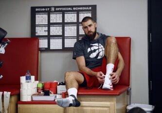 """JAV žiniasklaida: """"Raptors"""" nori nusikratyti J. Valančiūnu, tačiau neranda juo susidomėjusių ekipų"""