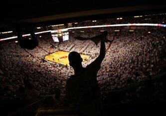 NBA didina rungtynių tempą: mažina minutės pertraukėlių skaičių