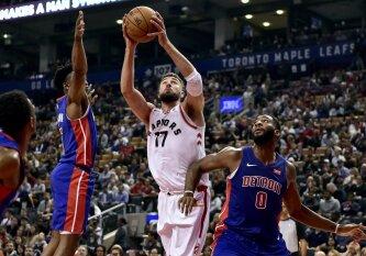 """J. Valančiūnas buvo naudingiausias komandoje, """"Raptors"""" be gailesčio sutriuškino """"Pistons"""""""