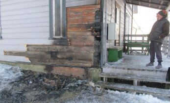 Skaudvilės policijos patruliai išgelbėjo senolę ir jos namą