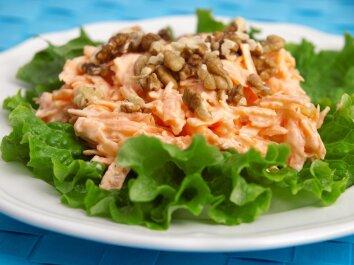 Morkų salotos su graikiniais riešutais
