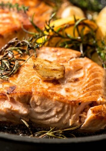 Lašiša, garstyčių ir česnakų marinate