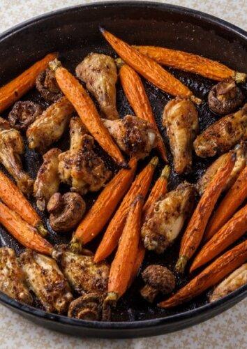 Keptas vištienos, morkų ir pievagrybių troškinys