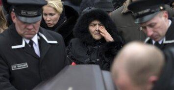 """Maskvoje palaidotas B. Nemcovas: skambėjo šūksniai """"Rusija bus laisva!"""""""