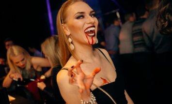 Vampyrai ir kraujuojančios gražuolės judėjo pagal madingiausią šokių muziką