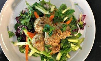 Kotletai su gaiviomis salotomis