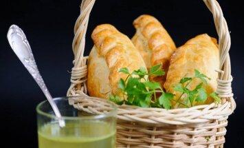 Pasigaminsite ir patys: kibinai su vištiena ir sūriu