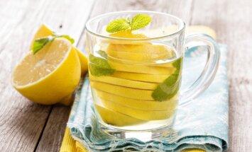 Karštas vanduo su citrina