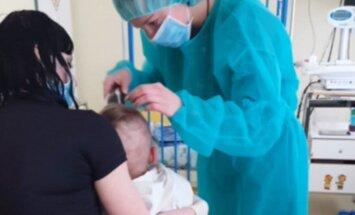 Sergantis vaikas netenka plaukų