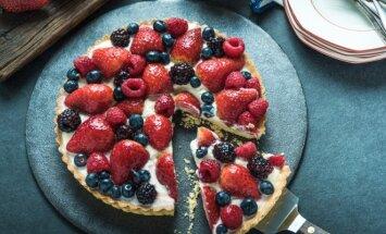 Tartaletės su vanilės kremu ir šviežiomis uogomis