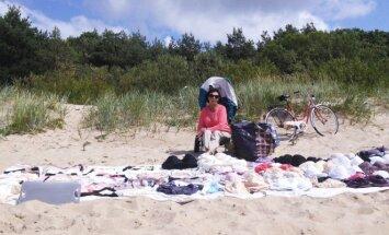 Moterų pliaže dirbanti apatinio trikotažo pardavėja Veronika