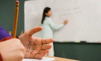 Mokinys, studentas, nusirašinėjimas