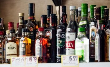Nuo sekmadienio didėja alkoholio ir tabako akcizas