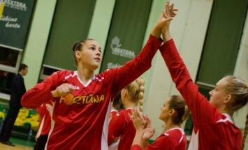"""Klaipėdos """"Fortūnos"""" moterų krepšinio komandos rungtynių momentas."""