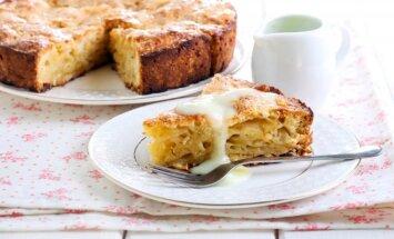 Burnoje tirpstantis obuolių ir manų pyragas