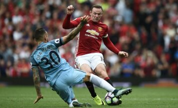 Wayne'as Rooney (Man United) ir Nicolas Otamendi (Man City)