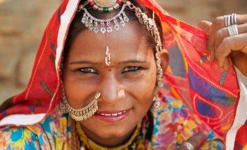 Auksinio Indijos trikampio spindesys ir skurdas