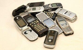 """""""Pinigai iš stalčiaus"""": kur dėti senus mobiliuosius telefonus?"""