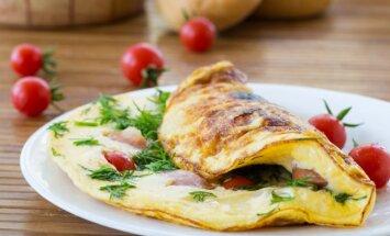 Pusryčių konkurso receptas: omletas su mėlynuoju sūriu ir šonine