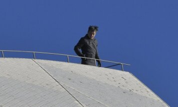 Jackie Chan ant Sidnėjaus operos stogo