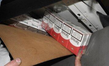 Su nelegaliais rūkalais įkliuvo ir sodybos šeimininkas, ir du automobilių slėptuvėse cigaretes atgabenę baltarusiai